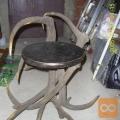 Prodam star dobro ohrajen lesen lovski stol