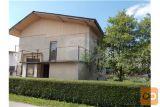 Stanovanjska Hiša Na Dobri Lokaciji Blizu Mesta