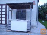 Hladina vitrina in stojnica za prodajo